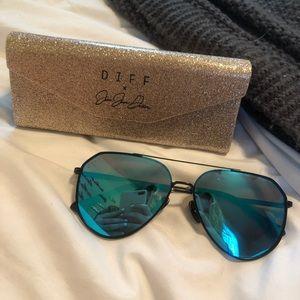 DIFF x Jessie James Decker Dash Sunglasses Aviator